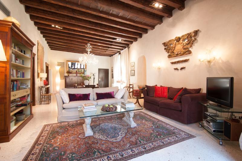 MIracoli :best Canal Views from 15 Century Balcony, alquiler de vacaciones en Venecia