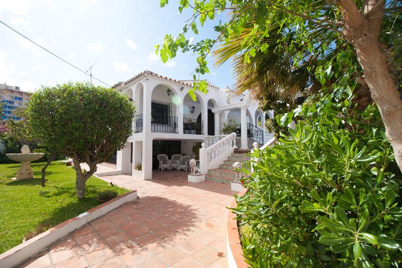 Villa 'La Rotonda'  7 Bedroom House, Wi-Fi, Private Heated Pool as of March 2019, alquiler de vacaciones en Fuengirola