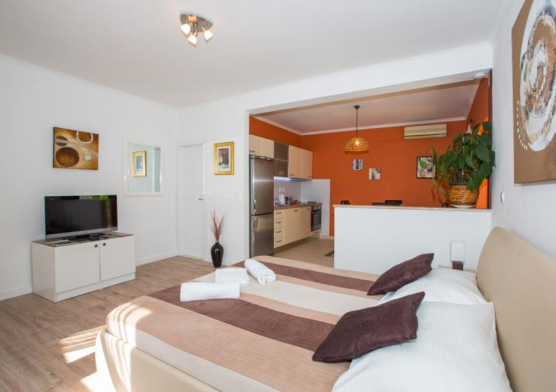 APARTMENT - comfortable and spacious 37 sqm + large terrace and garden