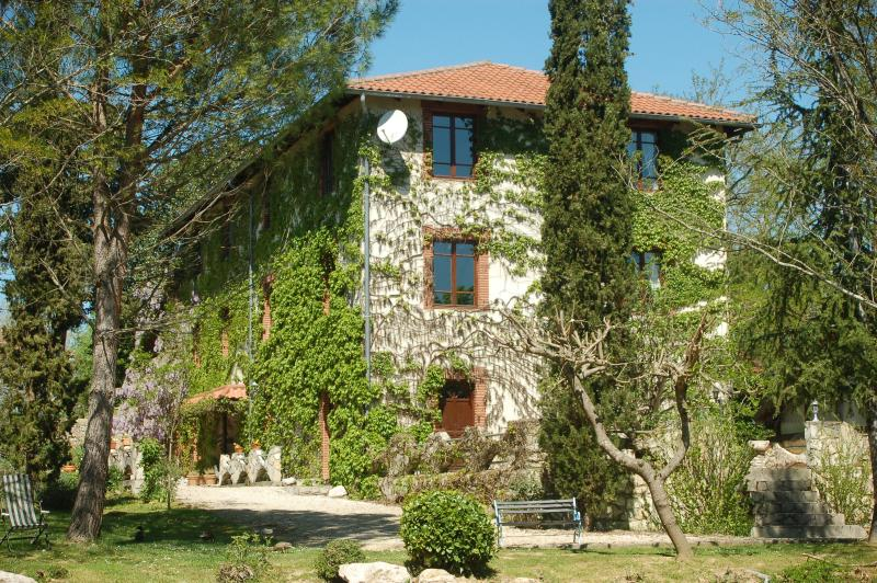 Figuier at Le Moulin de Samaran a country watermil, holiday rental in Ambax