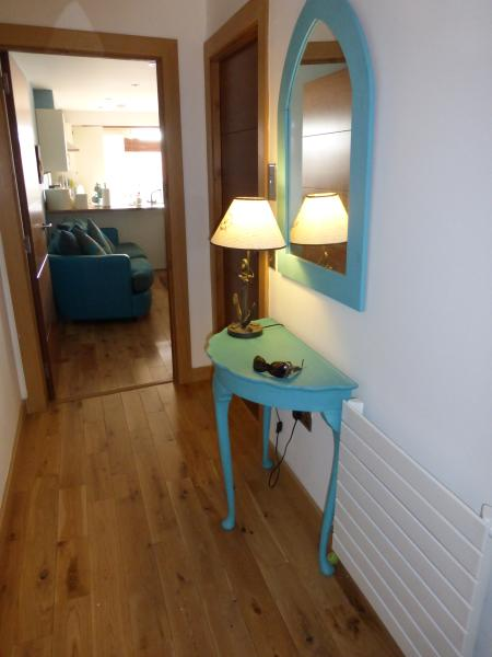 Luxury 2 bedroom apartment looking over the Marina, holiday rental in Angus