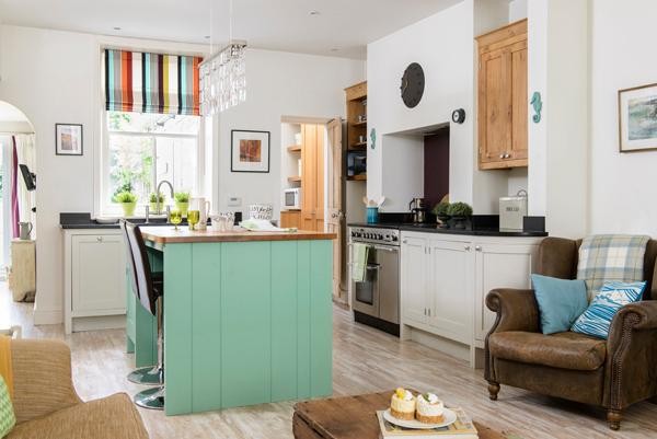 Open plan kitchen  - ringmaster cooker and oak top island