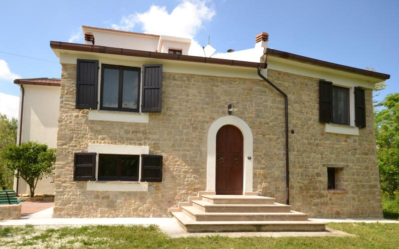 Traditional recently renovated villa, holiday rental in Cingoli