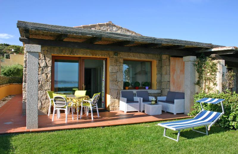 Villetta Liccia with garden & sea view - Panorama Meerblick Ferienhaus, aluguéis de temporada em Palau