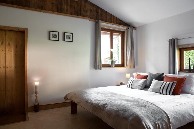 Master camera da letto con bagno con ingresso indipendente chalet. letto matrimoniale