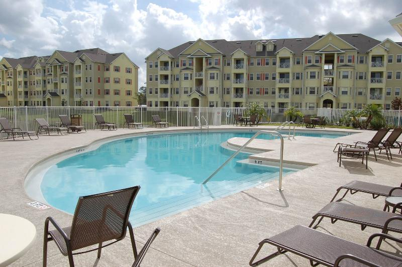 Luxurious 4 Bedroom Condo 5 minutes from Walt Disney World Main Gate Entrance!