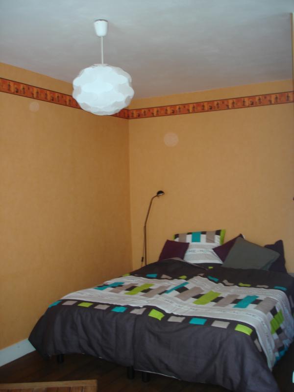 La chambre avec les 2 lits joints