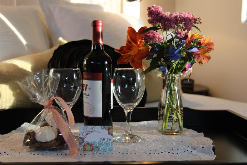 Treats and wine upon arrival/fresh flowers