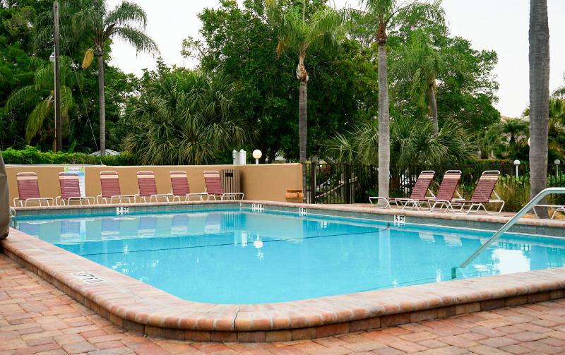 Heated shared pool