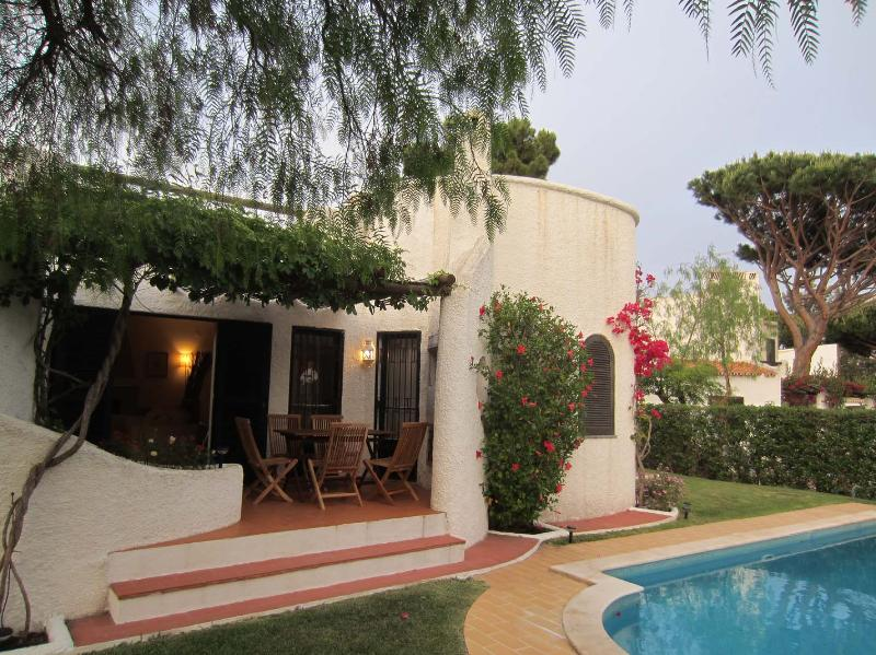 Romantic and comfortable villa with private pool, holiday rental in Vilamoura