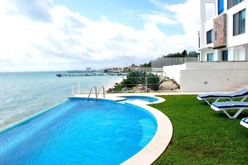 Ocean Front Luxury House, vacation rental in Cancun