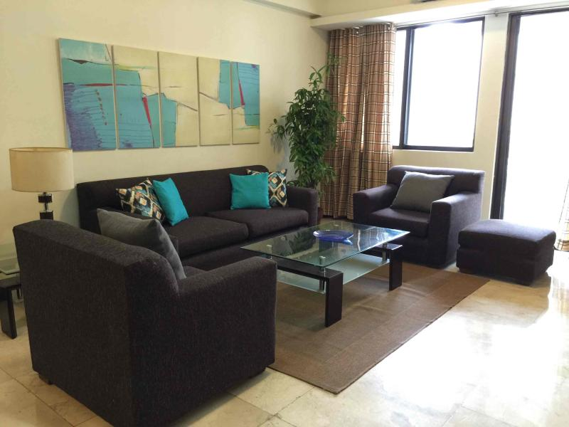 2 Bedroooms in the heart of Makati CBD, holiday rental in Luzon
