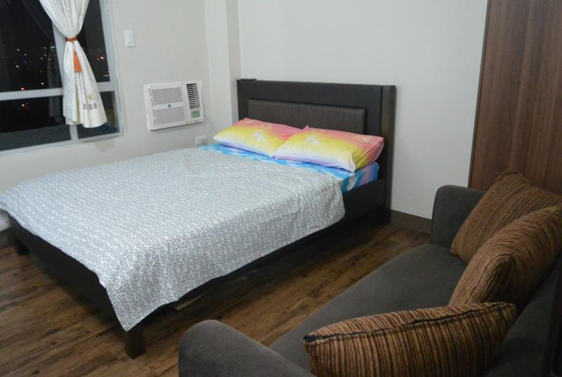 Cozy Studio Type Condo Space, holiday rental in Manila