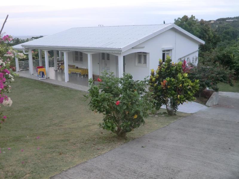 La villa principale e la discesa che porta a F2