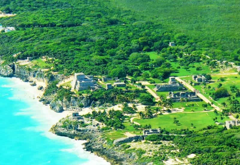 Tulum ruins on top 10 beach
