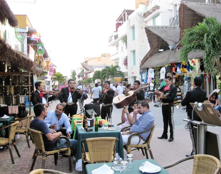 Playa del Carmen shopping, dining and bars
