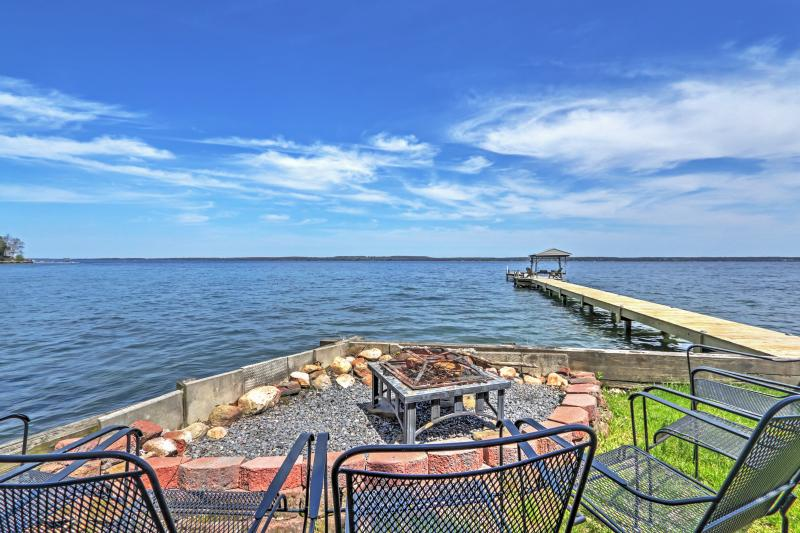 Unwind on the deck and take in the magnificent surrounding scenery.