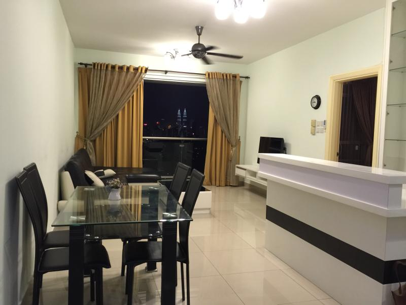 Cilantro Guesthouse @ Publika (with KLCC view), vacation rental in Batu Caves