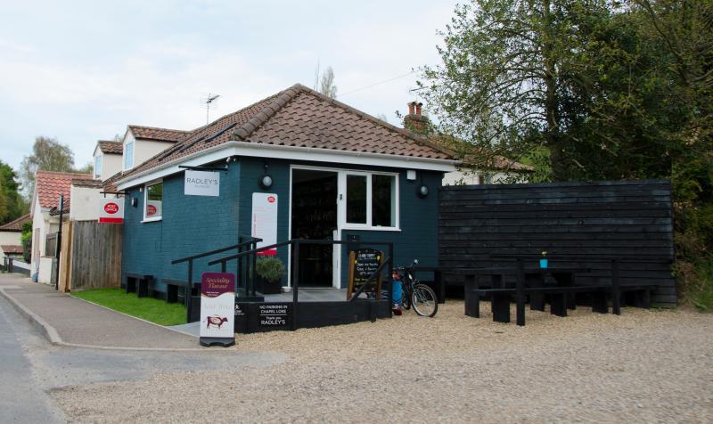 Village Po, Shop and Coffee shop