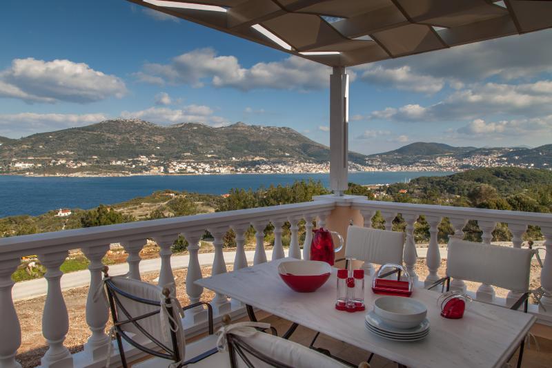 GRAND VIEW VILLAS (Villa Afroditi), holiday rental in Paleokastro