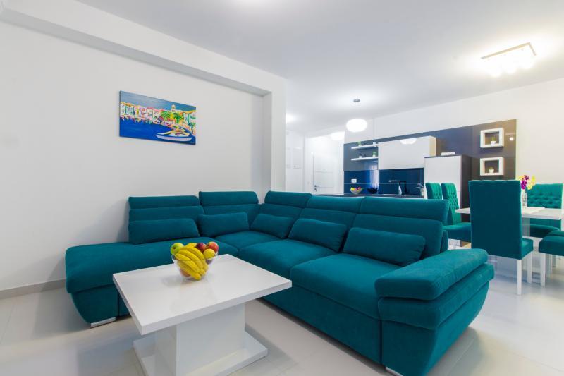 Villa Royal  apartment A1, vacation rental in Srima