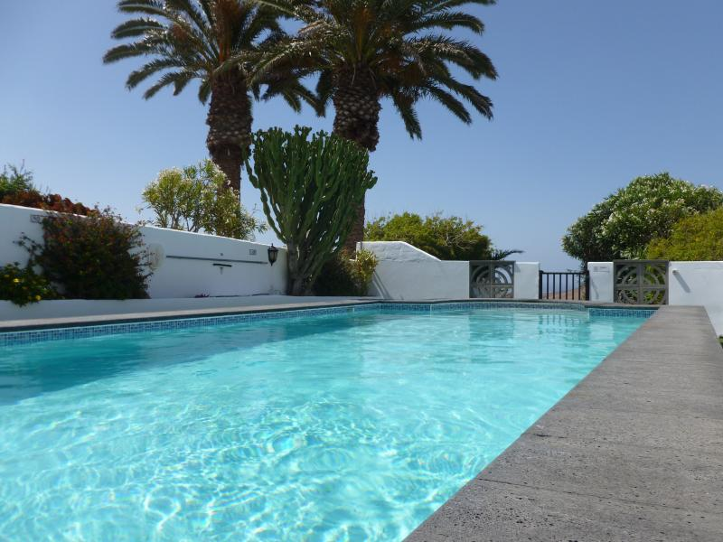 Stunning Luxury Villa with a 11mtr Private pool, Hot Tub, Games Room, Free WiFi, holiday rental in Nazaret