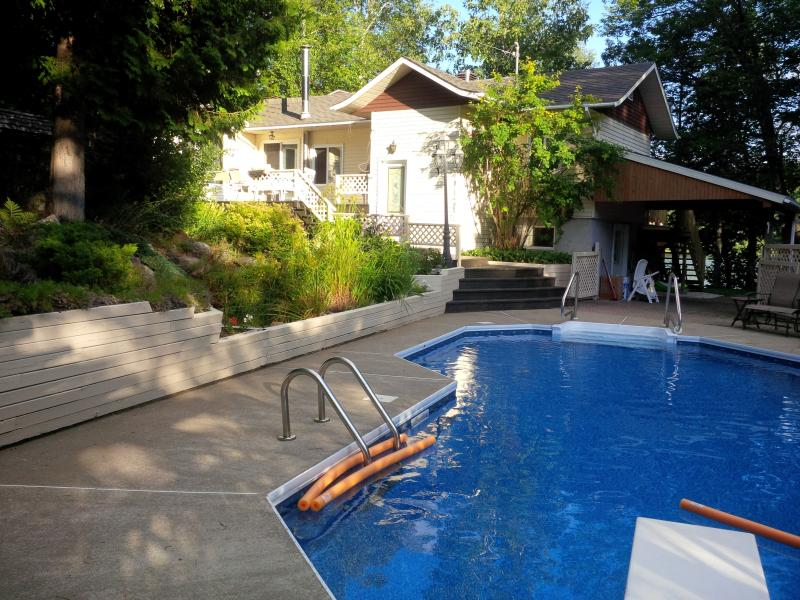 Privat Lakefront Chalet for Big Family!, vakantiewoning in Nominingue