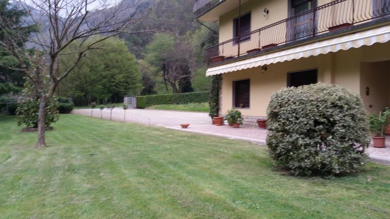 appartamento  in casa singola  al primo pianocon  auto, holiday rental in Valdottavo