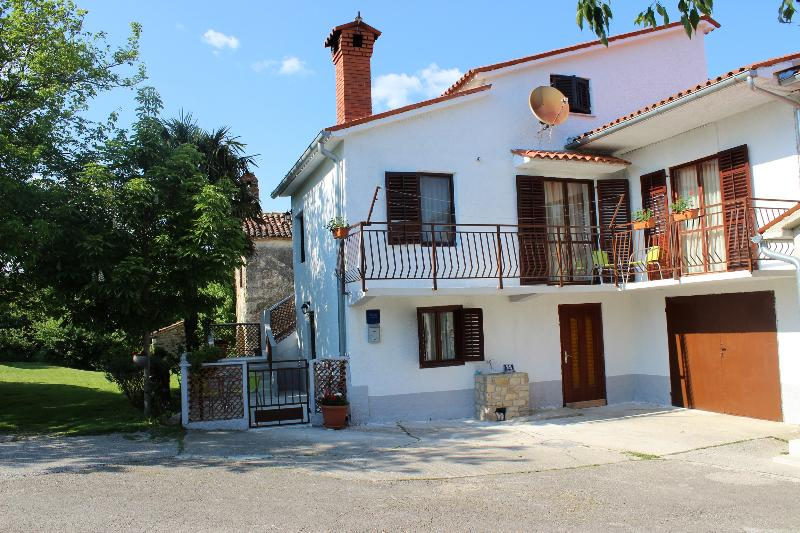 Apartment Tina 6+0, Istria, location de vacances à Krbune