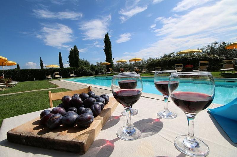 Strada Villa Sleeps 4 with Pool and WiFi - 5310476, holiday rental in Villastrada