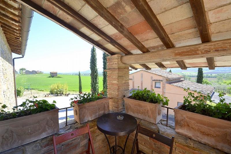 Strada Villa Sleeps 4 with Pool and WiFi - 5229640, holiday rental in Villastrada