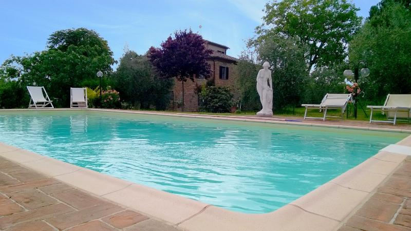 Toscana: Villa 12px + piscina panoramica, vacation rental in Badicorte