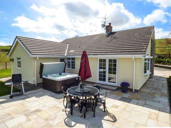 BRYN TIRION, detached, games room, hot tub, woodburner, nr Abergele, Ref 927586, alquiler de vacaciones en Abergele