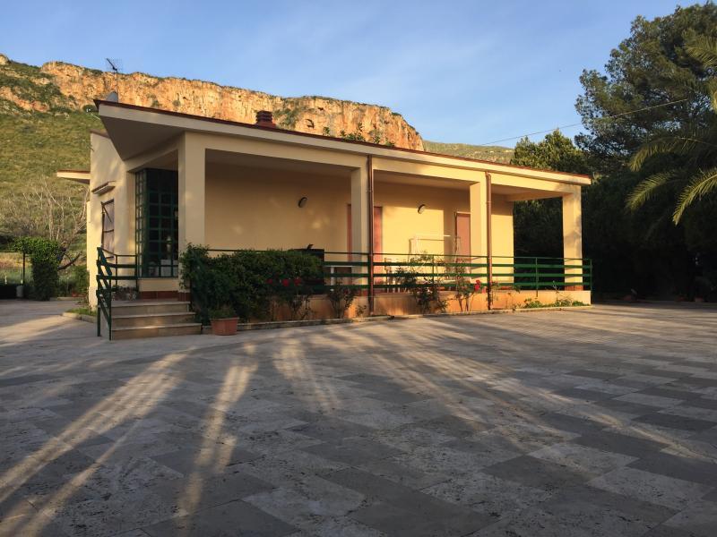 VillaNanà vicino Spiaggia Guidaloca-Scopello km1,7, holiday rental in Villaggio Sporting