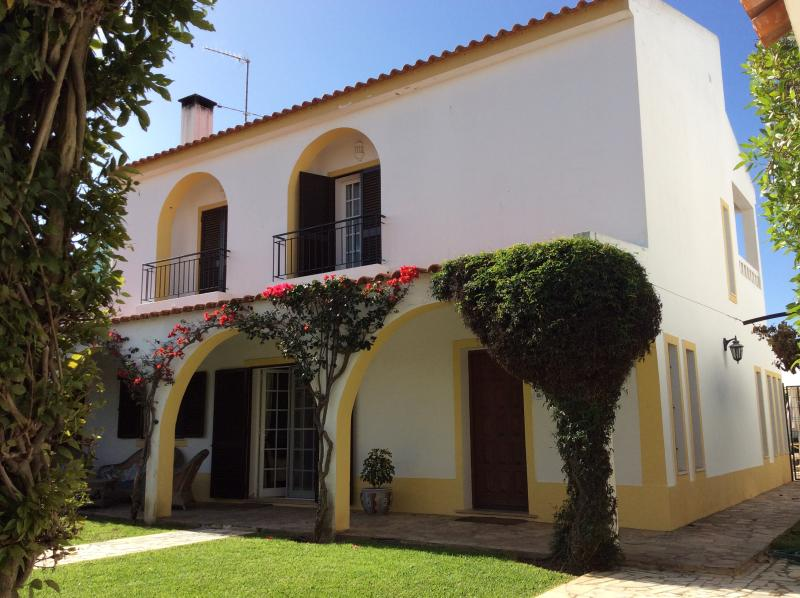 Wonderful 6 bed house. Private heated pool. Near beach., vacation rental in Manta Rota
