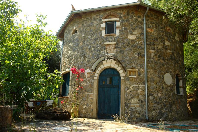 Musician's round house & Castello, casa vacanza a Kokkini