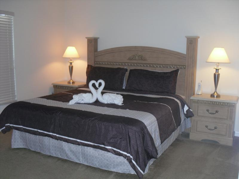 Master bedroom has a King Size bed with an en suite shower/bathroom