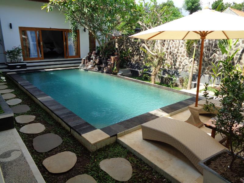 Awesome Private Pool Villa in Lovina, holiday rental in Anturan