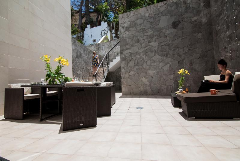DRAGO APARTMENT HAS EXCEPTIONAL PRIVATE TERRACES IN THE MIDDLE OF THE CITY!