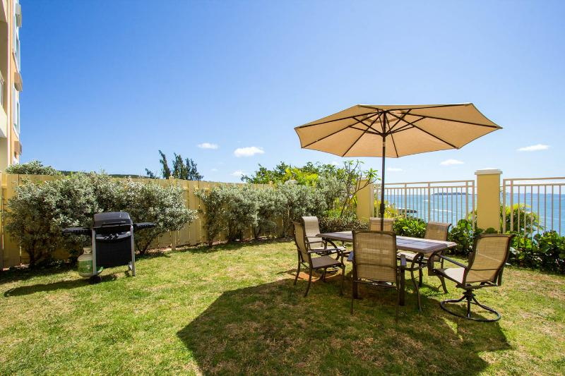 Beautiful Private Garden with BBQ overlooking the bay and islands