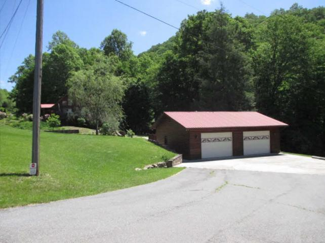 Pull into oversize 2 car garage: no winding, steep hills or parking concerns!