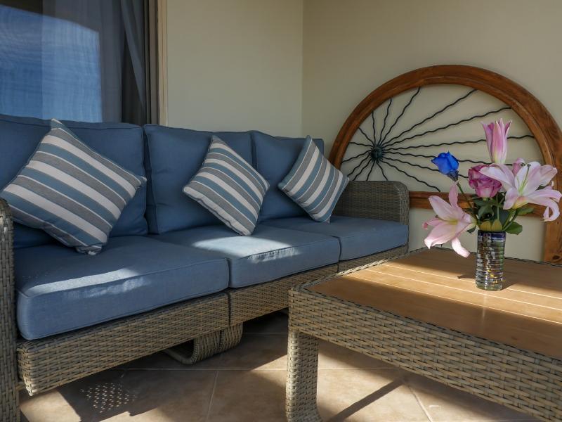 Lots of comfortable outdoor lanai seating
