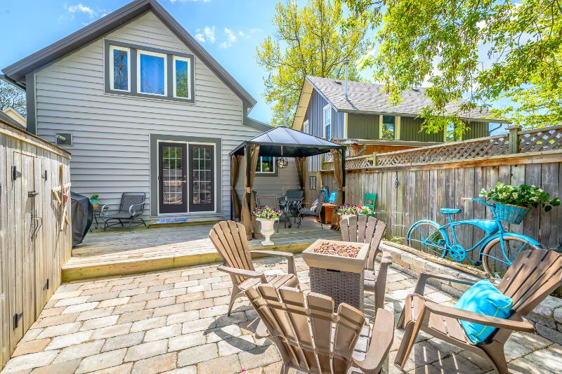 Lovely, fenced in backyard has covered eating area, outdoor firepit and BBQ