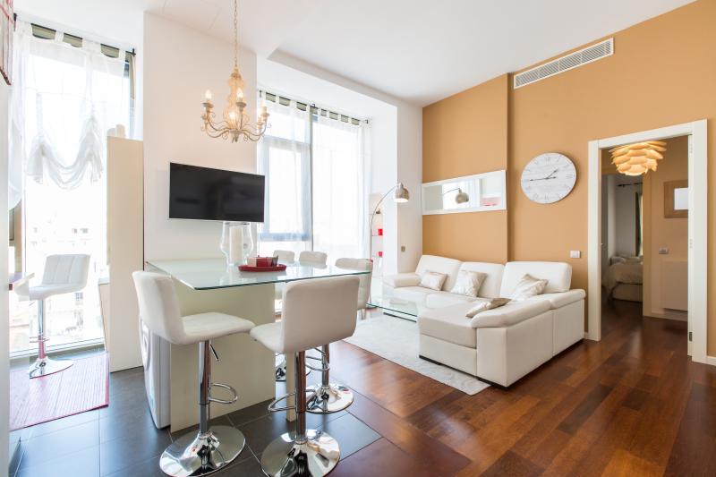 Apartamento de lujo con piscina en Barcelona, vacation rental in Barcelona