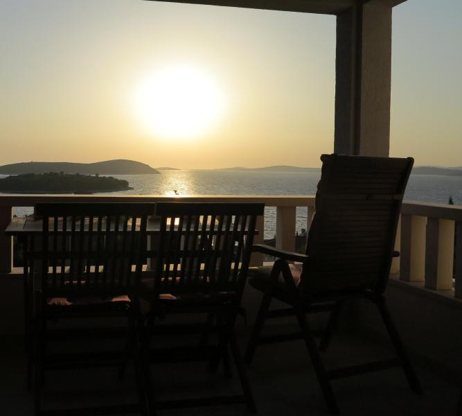 Peace&Quiet 1, holiday rental in Solta Island