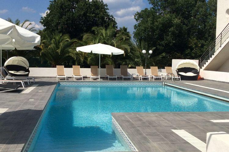 Spacious Apartment in Moriani-Plage with Swimming Pool, alquiler de vacaciones en Santa Lucia di Moriani