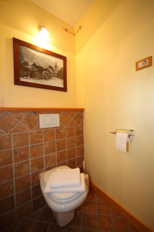 Bathroon 2/Toilet on a ground floor