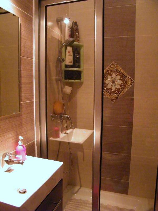 extra shower room