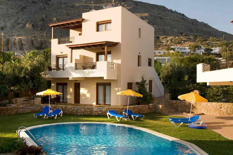 Beautiful Villa in Pefkoi Rhodes with Swimming Pool, aluguéis de temporada em Pefki