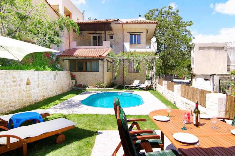 Spacious Villa in a Traditional Small Village, holiday rental in Lampini